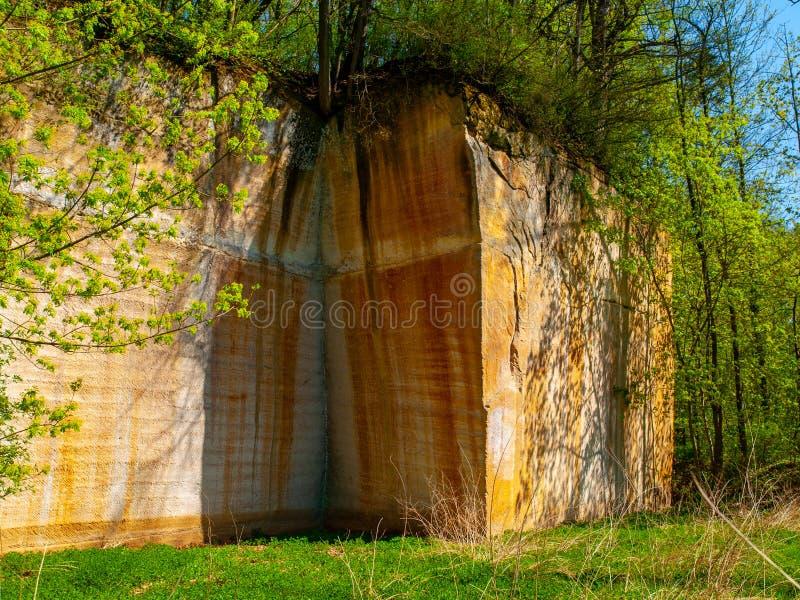 Oude zandsteensteengroeve in Plakanek-Vallei in Boheems Paradijs, Tsjechische Republiek royalty-vrije stock afbeelding