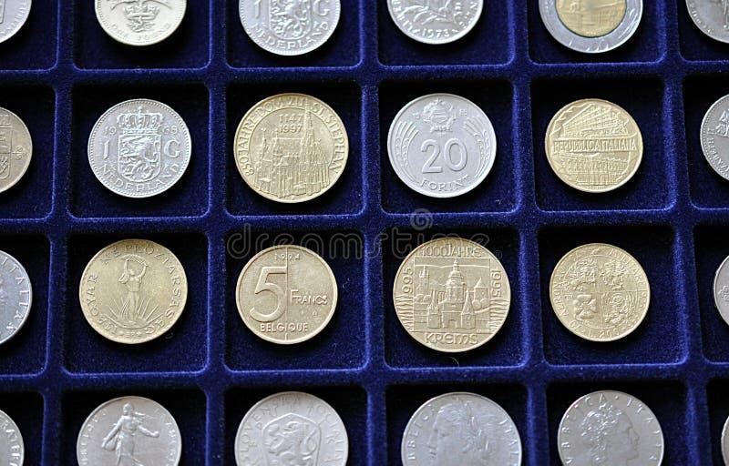 Oude zilveren muntstukken stock afbeeldingen
