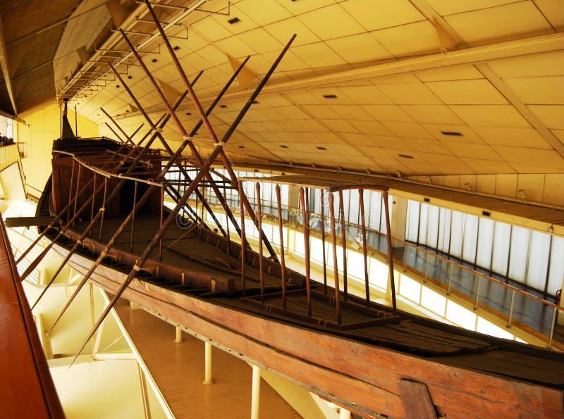 Oude Zonneboot in Giza, in Kaïro, Egypte royalty-vrije stock fotografie