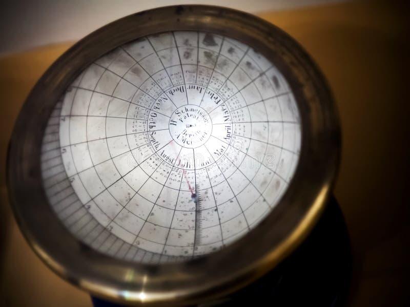 Oude zonnekalender stock foto