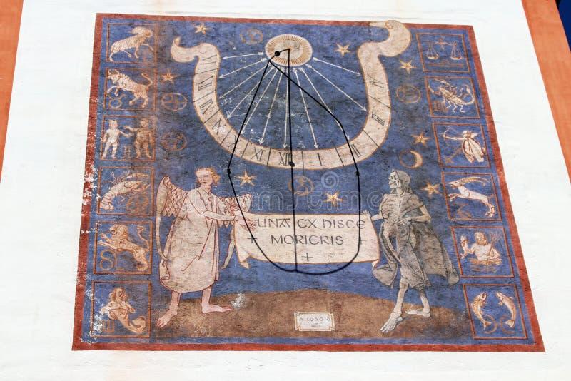 Oude zonnewijzer bij de kloosterkerk Andechs royalty-vrije stock afbeeldingen