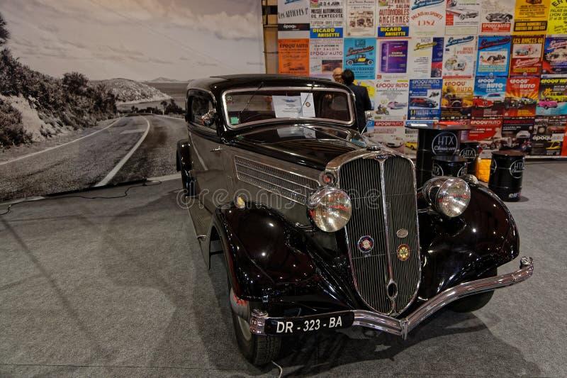 Oude zwarte auto in de show royalty-vrije stock afbeelding