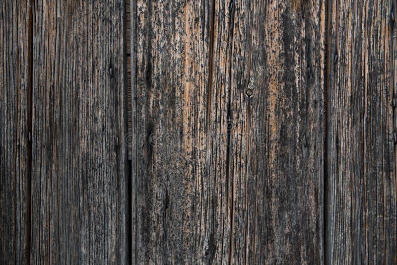 Oude zwarte gebrande muur, omheining als achtergrond of behang royalty-vrije stock afbeelding