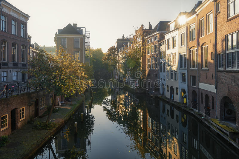Oudegracht nella vecchia città di Utrecht fotografie stock libere da diritti
