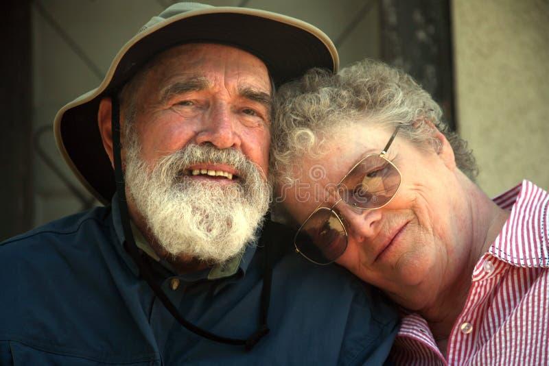 Ouder paar op de portiek   royalty-vrije stock afbeeldingen