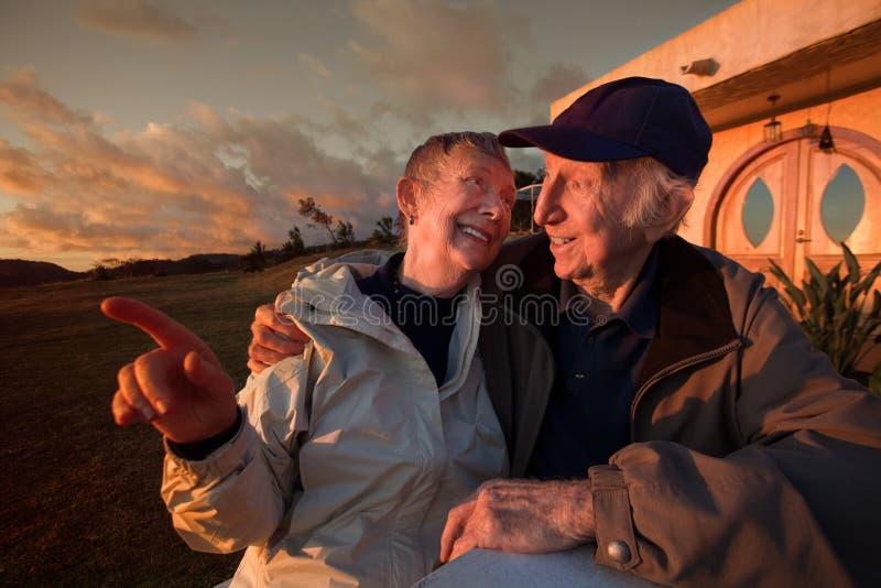 Ouder Paar in openlucht royalty-vrije stock afbeeldingen