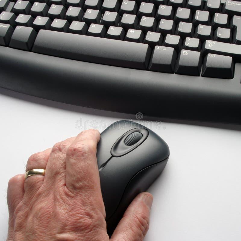 Oudere computergebruiker stock afbeeldingen