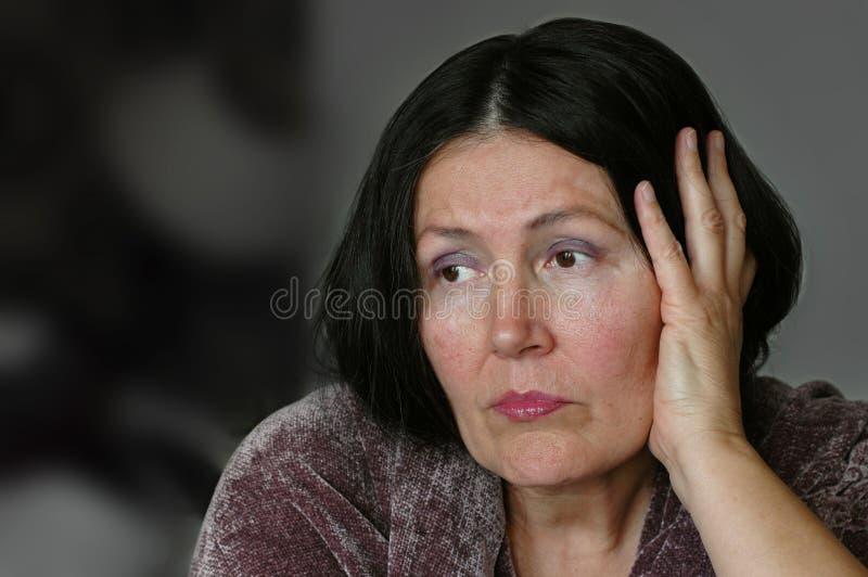 Oudere eenzame vrouw royalty-vrije stock afbeeldingen