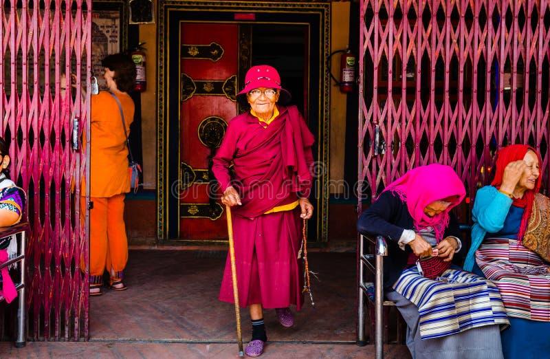 Oudere vrouwenpelgrims royalty-vrije stock foto's