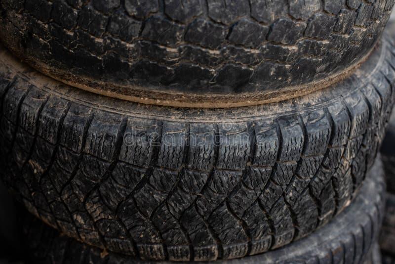 Oudere wielen Wielen van uw auto royalty-vrije stock afbeeldingen