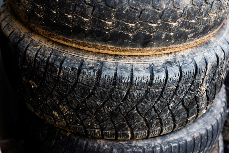 Oudere wielen Wielen van uw auto stock foto