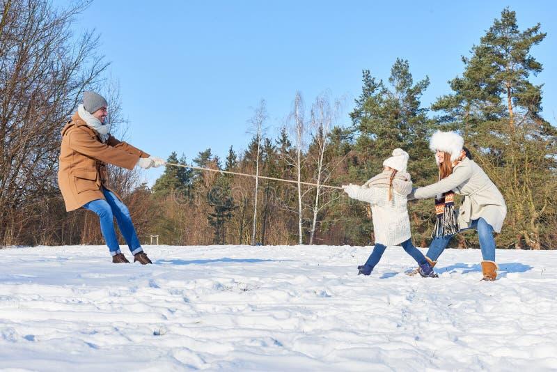 Ouders en kind als familie het spelen royalty-vrije stock afbeeldingen