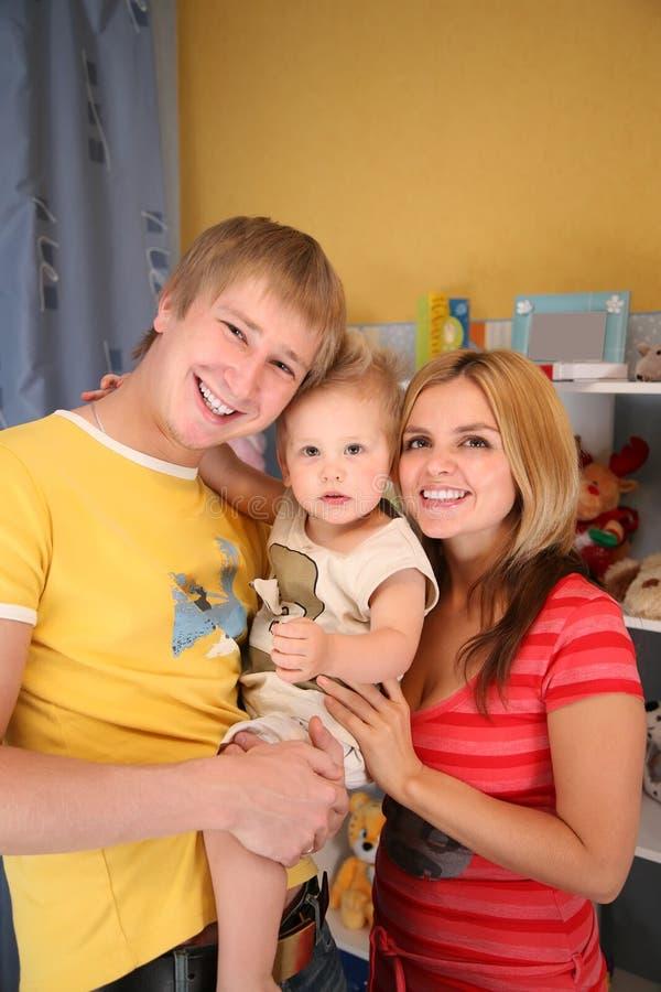 Ouders en zoon in speelkamer royalty-vrije stock foto