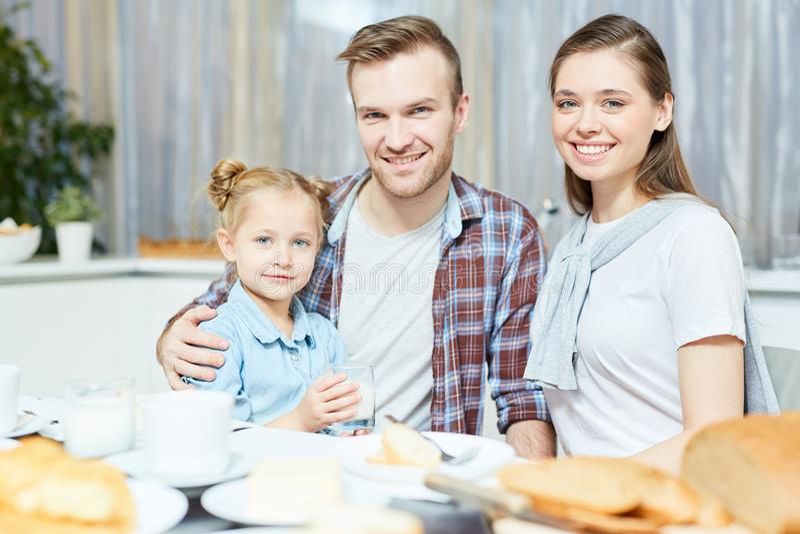 Ouders met dochter stock foto
