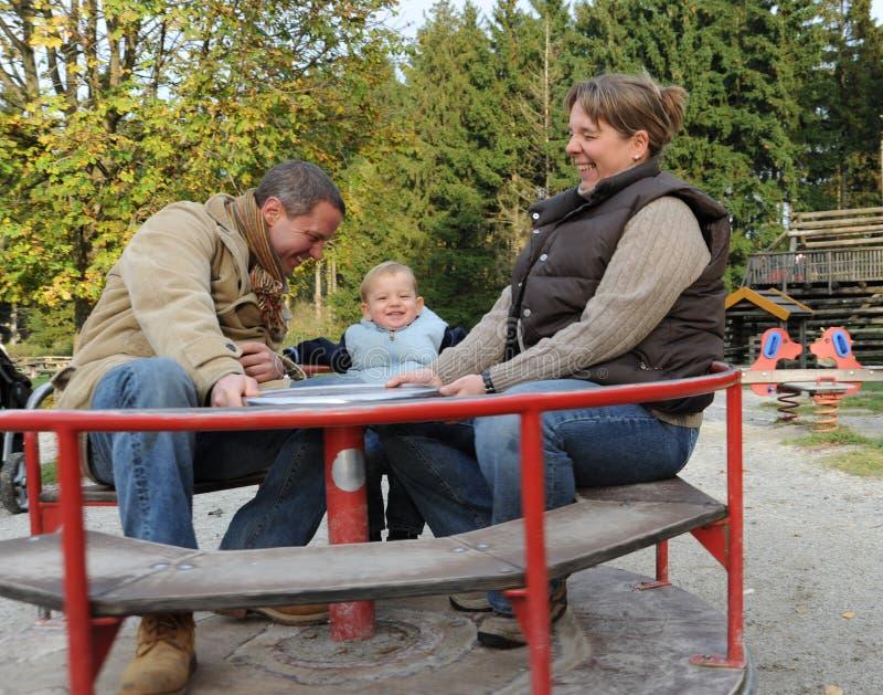 Ouders met zoon stock fotografie