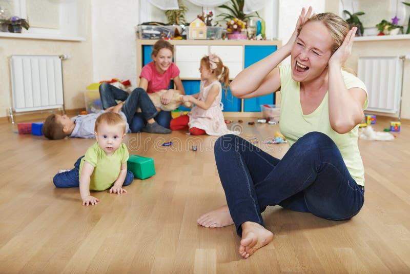 Ouderschap en familiemoeilijkheden royalty-vrije stock fotografie