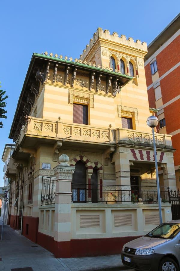 Ouderwets ontwerphuis in Viareggio, Italië stock foto's