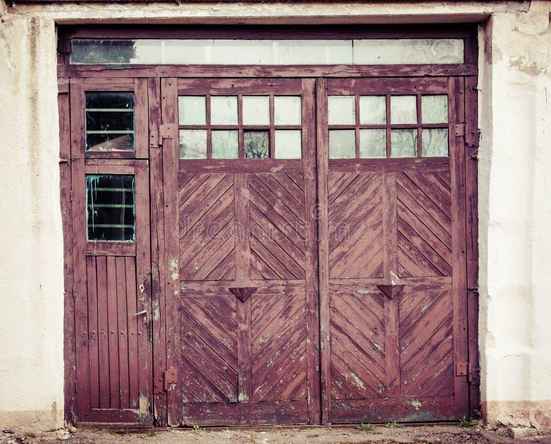 Ouderwetse gesloten deuren met glas stock fotografie