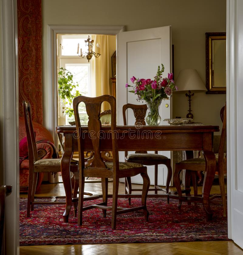 Ouderwetse woonkamer stock foto. Afbeelding bestaande uit stijl ...