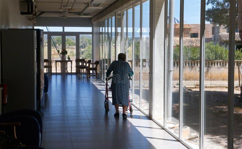 Oudste tijdens haar daylife op een verpleeghuis in Mallorca royalty-vrije stock foto