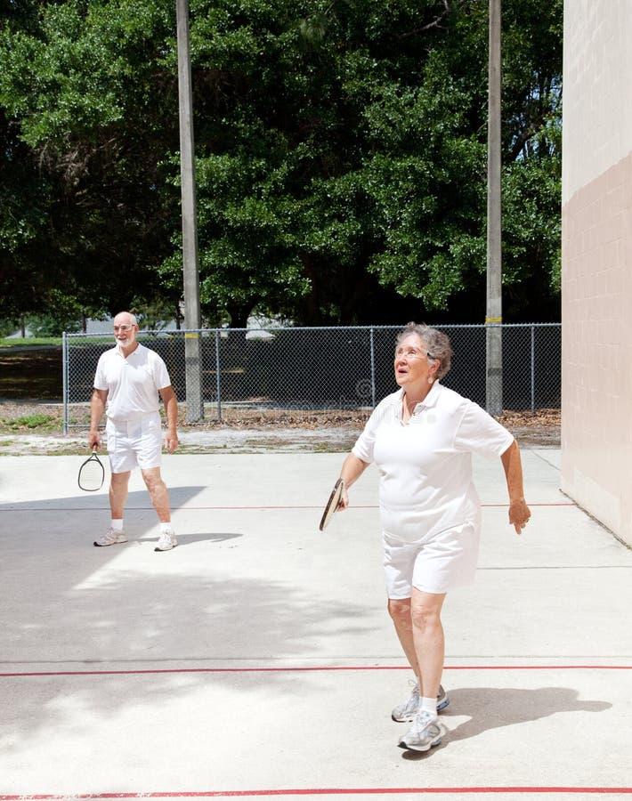Oudsten op het Hof van het Racketball royalty-vrije stock foto's