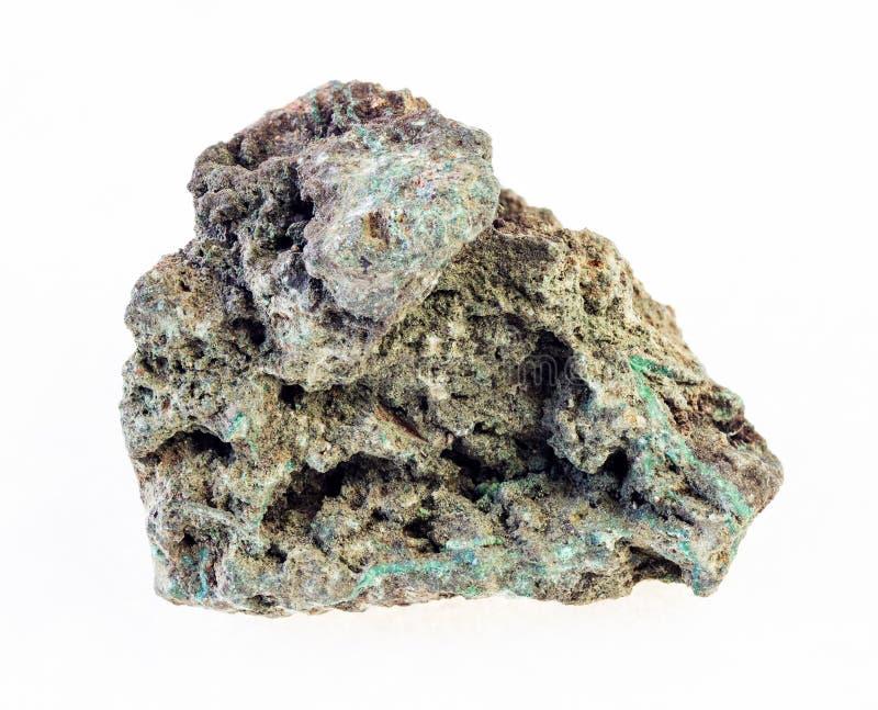 ough malachiet (kopererts) steen op wit stock afbeelding