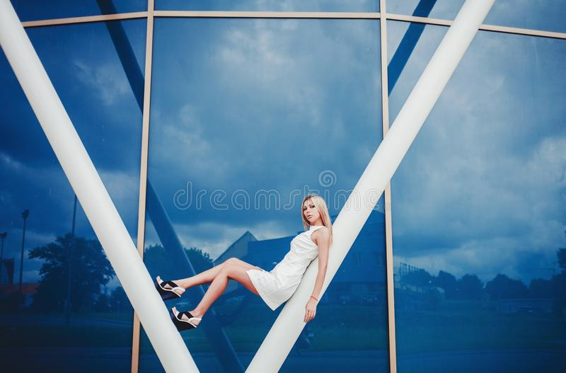 Oung blond modelmeisje royalty-vrije stock foto