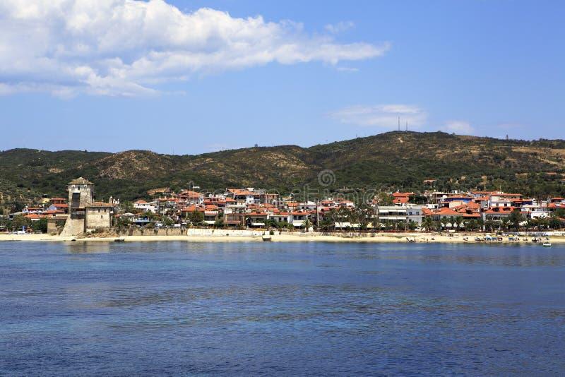 Ouranoupoli op kust van Athos in Griekenland stock afbeelding