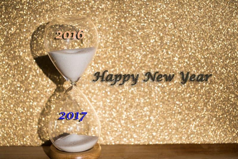 Ourglass sur le fond d'or, changement annuel Nouvelle année, image stock
