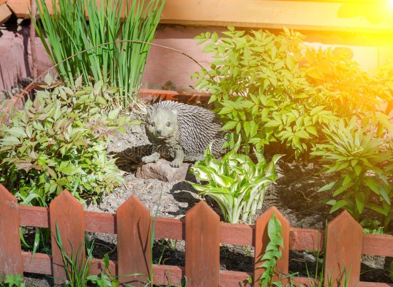 Ouriço decorativo do jardim fotos de stock