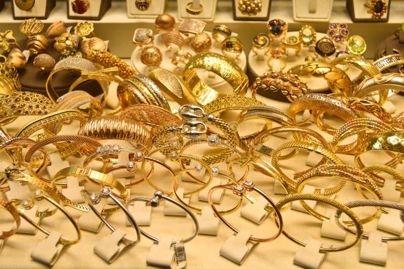 Ourivesaria no bazar grande em Istambul Ouro, kapal?carsi fotografia de stock