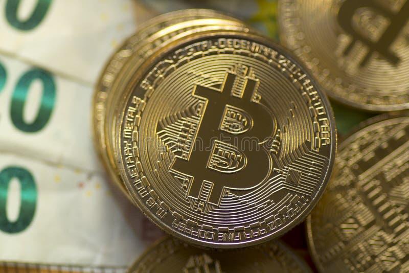 Ouro Bitcoin de Dijital em Euros Background imagem de stock