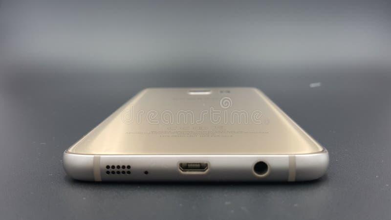 Ouro da borda da galáxia S7 de Samsung imagens de stock