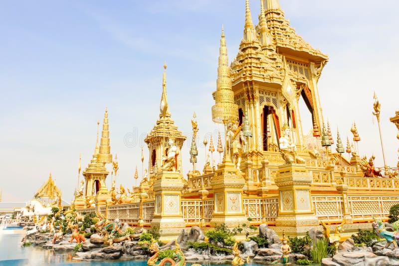 Ouro da vista o crematório real para o HM o rei atrasado Bhumibol Adulyadej no 4 de novembro de 2017 fotos de stock royalty free