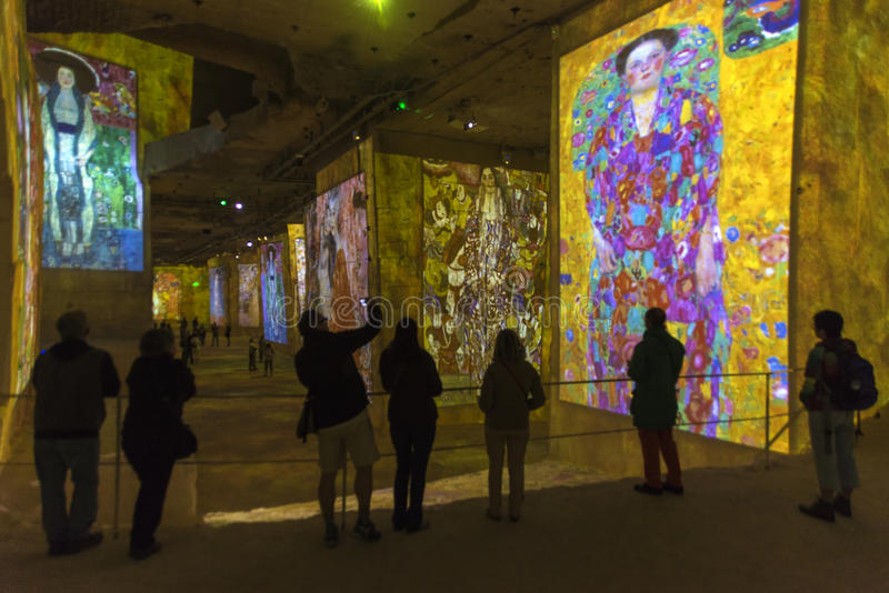 Ouro de Carrières de Lumières Klimt fotos de stock
