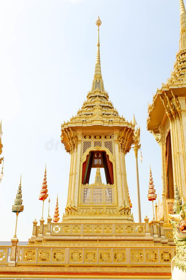 Ouro de um crematório real para o rei Bhumibol Adulyadej no 4 de novembro de 2017 foto de stock
