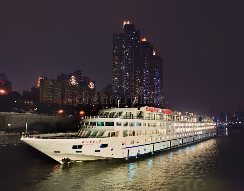 Ouro de Yangtze 1 embarcação na noite, Chongqing, China foto de stock