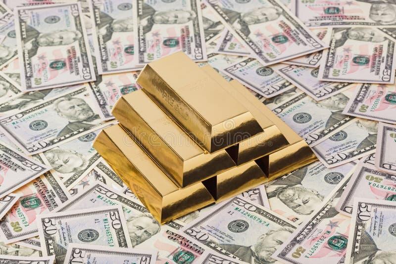 Ouro e dinheiro - fundo do neg?cio fotos de stock
