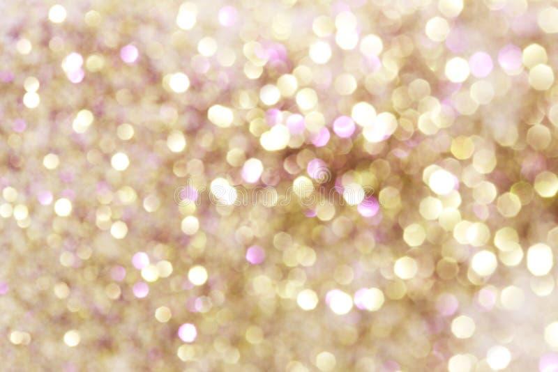 Ouro e luzes abstratas roxas e vermelhas do bokeh, fundo defocused imagem de stock