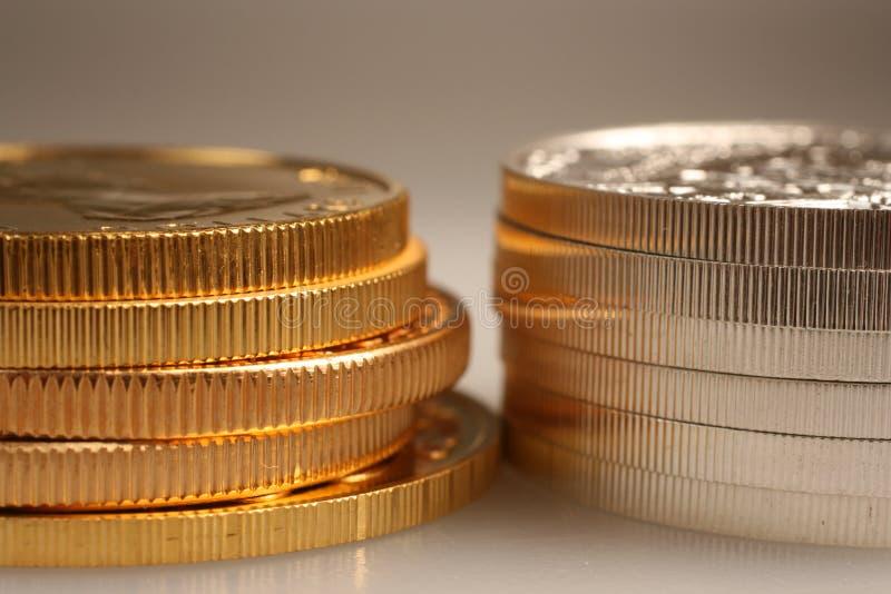 Ouro e moedas de prata fotografia de stock