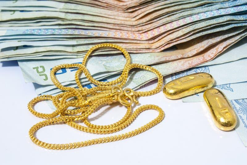 Ouro Necklece com dinheiro foto de stock royalty free