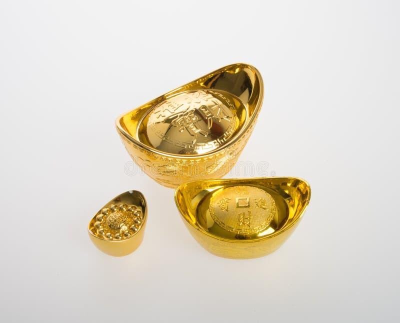 Ouro ou símbolos chineses do meio do lingote do ouro da riqueza e da prosperidade fotos de stock