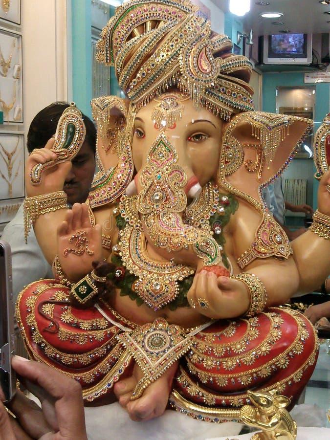 Ouro puro de Ganpati Bappa na loja de joia foto de stock royalty free