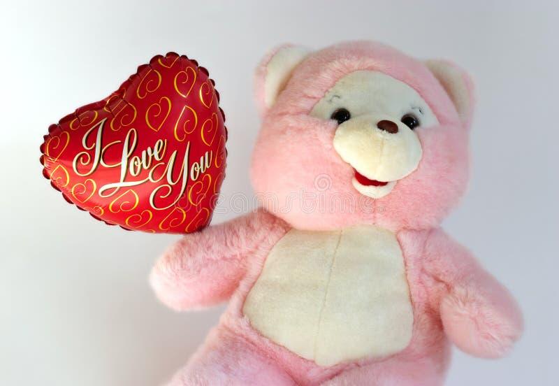 Ours de nounours avec le ballon de coeur photo stock