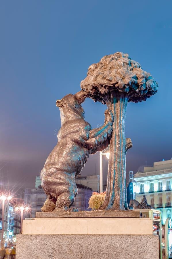 Ours et statue d'arbousier à Madrid, Espagne photos stock