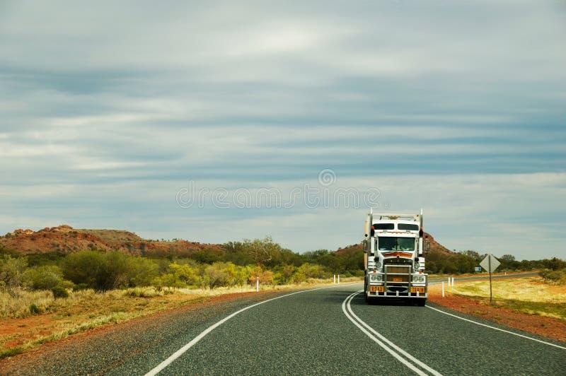 outback roadtrain fotografering för bildbyråer