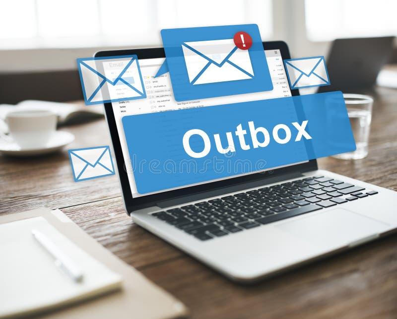 Outbox komunikaci biznesowej poczta Kopertowego pojęcie zdjęcie royalty free
