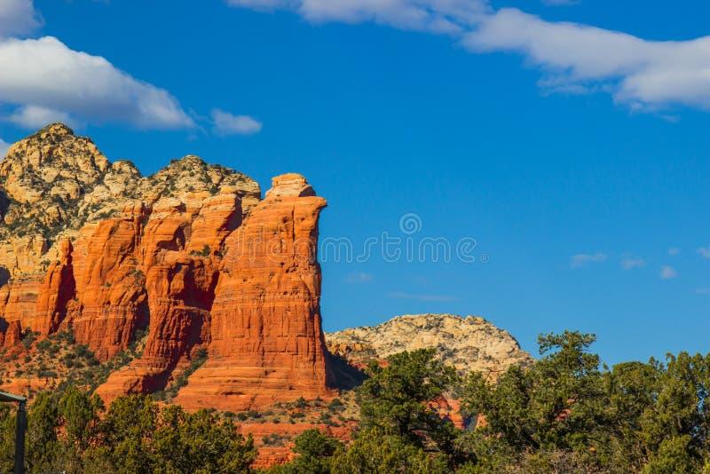 Outcropping rosso della roccia nel deserto dell'Arizona fotografie stock