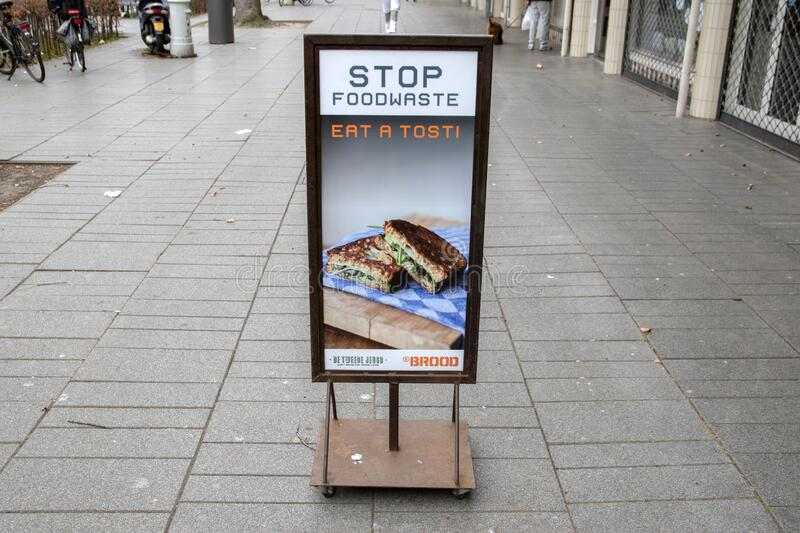 Outdoor Don't Wast Food From the Brood Bakery at Amsterdam Países Baixos 2020 imagem de stock