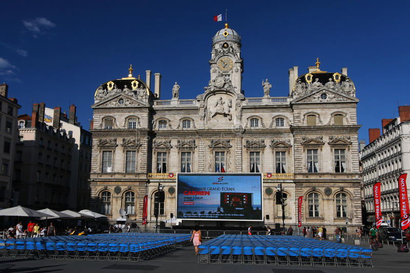 Download Outdoor Opera Show And City Hall Editorial Stock Image - Image: 25817319